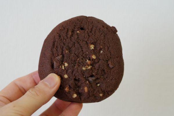 マイプロテインのプロテインクッキー「ロッキーロード味」