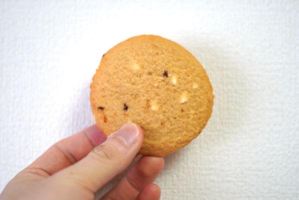マイプロテインのリーンクッキー「クランベリー&ホワイトチョコレート味」